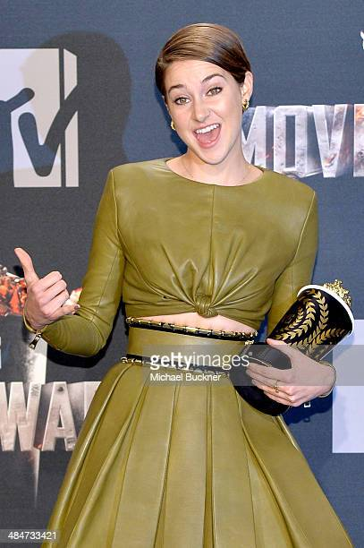 Actress Shailene Woodley winner of the Favorite Character award for 'Divergent' poses in the press room during the 2014 MTV Movie Awards at Nokia...
