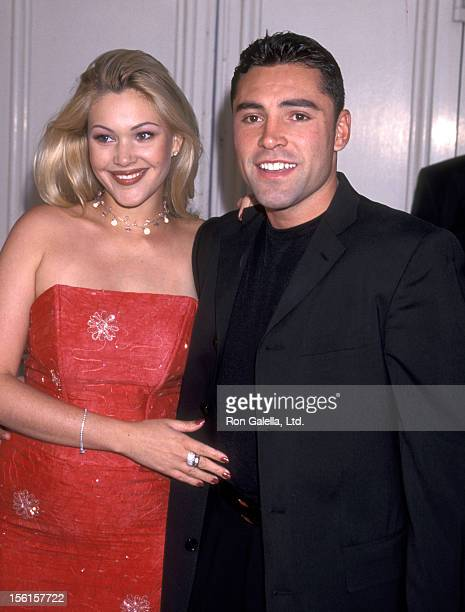 Actress Shanna Moakler and Boxer Oscar De La Hoya attend the 'Love Stinks' Westwood Premiere on August 11 1999 at Mann Festival Theatre in Westwood...