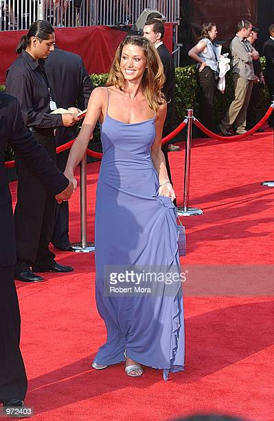 Actress Shannon Elizabeth arrives for the 10th Annual ESPY Awards at the Kodak Theatre on July 10, 2002 in Hollywood, California.