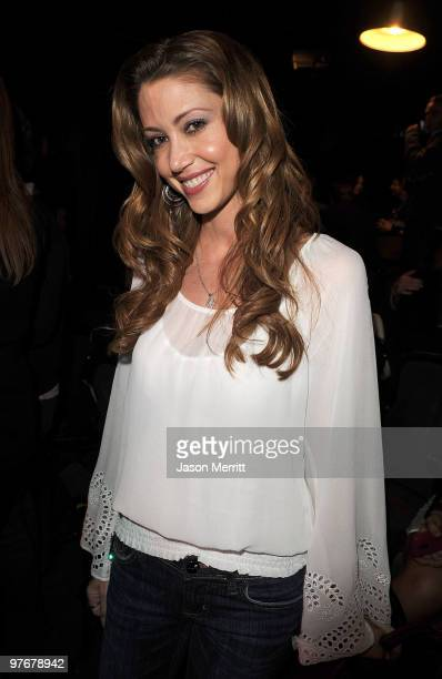 """Actress Shannon Elizabeth during the """"A Night of 140 Tweets"""" benefit for Artists for Peace and Justice sponsored by 42 Below Vodka at the Upright..."""