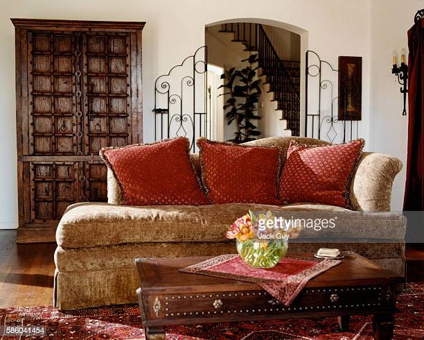 Actress Shannon Elizabeth's home is photographed for InStyle Magazine in 2004 in Los Angeles California Living room PUBLISHED IMAGE