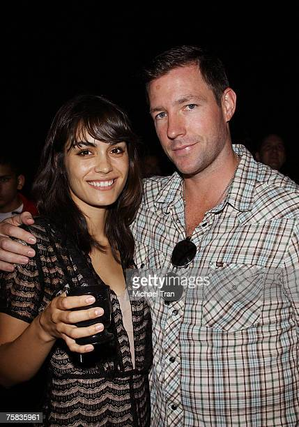 Actress Shannyn Sossamon and Actor Edward Burns on the showfloor at Comic Con 2007 on July 27 2007 in San Diego California