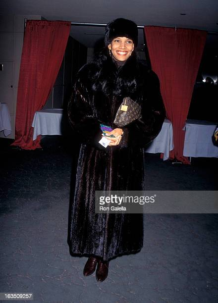Actress Shari Headley attends A Christmas Carol Opening Night on November 30 1995 at Madison Square Garden in New York City