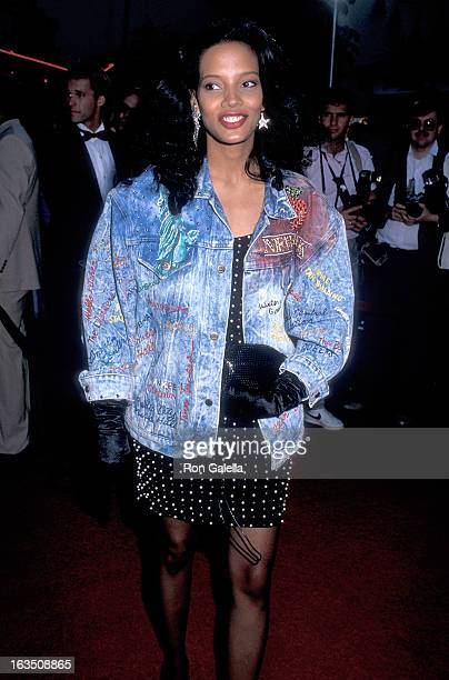 Actress Shari Headley attends the Coming to America Hollywood Premiere on June 26 1988 at the Mann's Chinese Theatre in Hollywood California