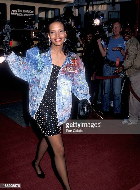 Actress Shari Headley attends the 'Coming to America' Hollywood Premiere on June 26 1988 at the Mann's Chinese Theatre in Hollywood California