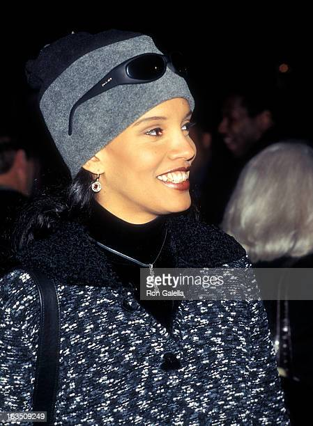 Actress Shari Headley attends The Preacher's Wife New York City Premiere on December 9 1996 at the Ziegfeld Theatre in New York City