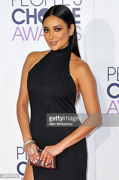 Actress Shay Mitchell arrives at the People's Choice Awards 2016 at Microsoft Theater on January 6 2016 in Los Angeles California