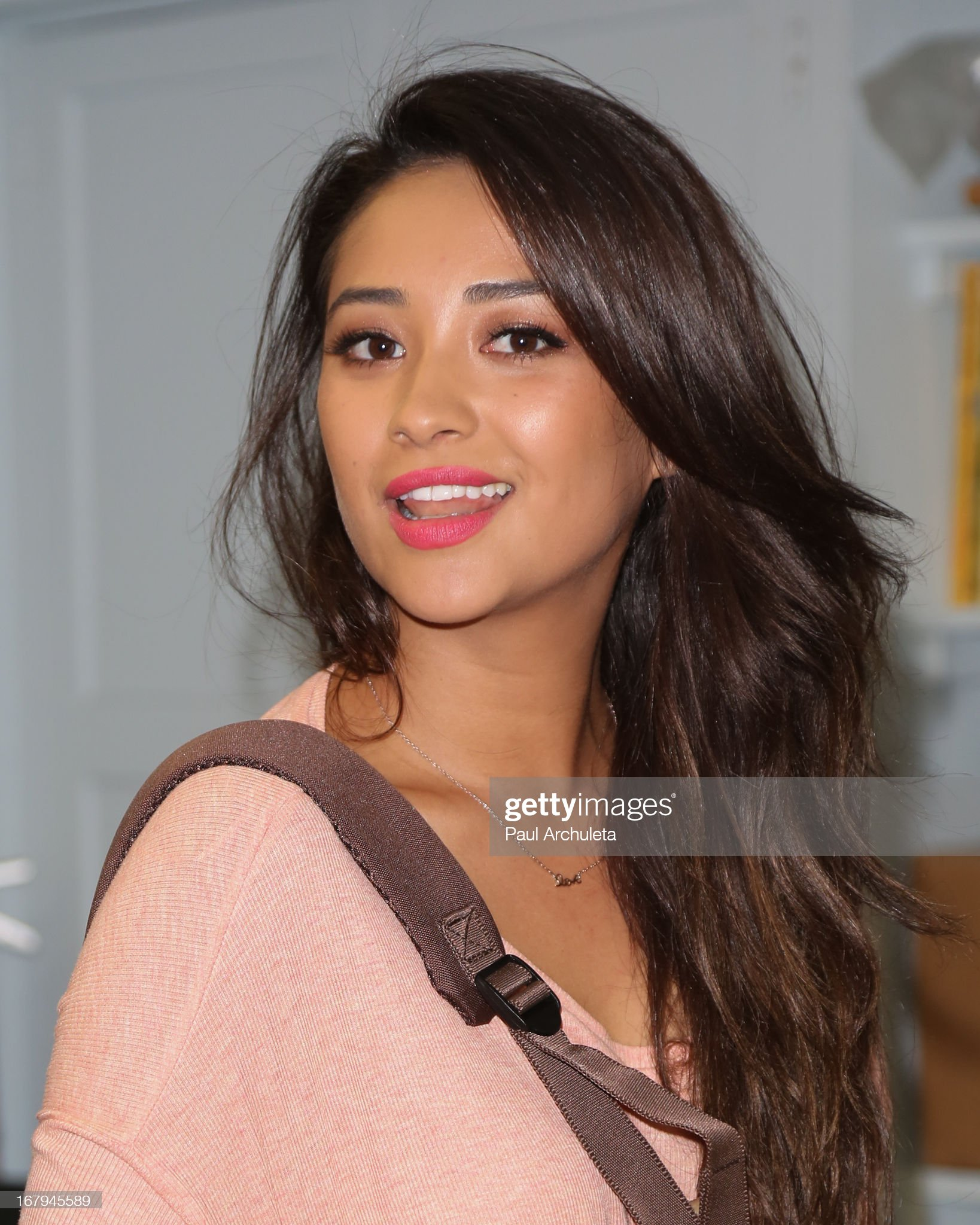 DEBATE sobre guapura de famosos y famosas - Página 3 Actress-shay-mitchell-joins-girl-power-day-to-help-teenage-girls-step-picture-id167945589?s=2048x2048
