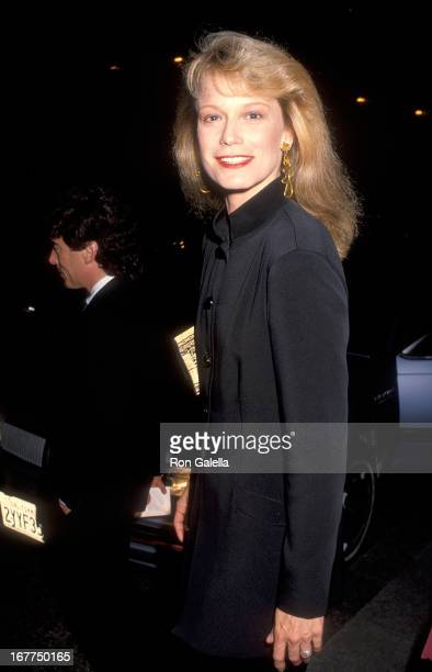 Actress Shelley Hack attends the 1992 US President Election Campaign Democratic Candidate Governor Bill Clinton's Fundraiser Dinner on February 28...
