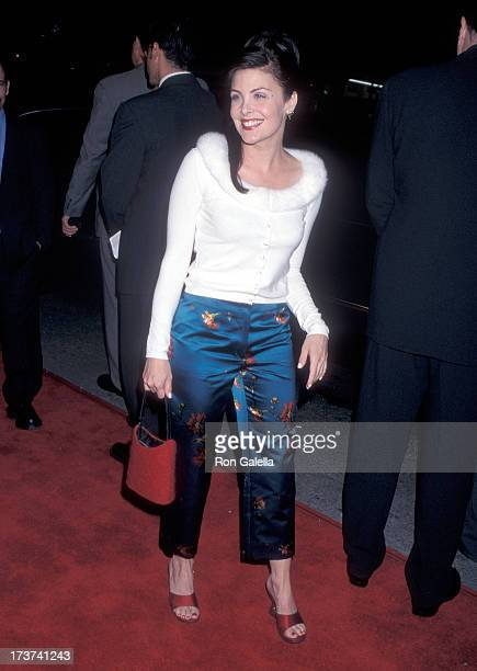 Actress Sherilyn Fenn attend the Sleepy Hollow Hollywood Premiere on November 17 1999 at the Mann's Chinese Theatre in Hollywood California