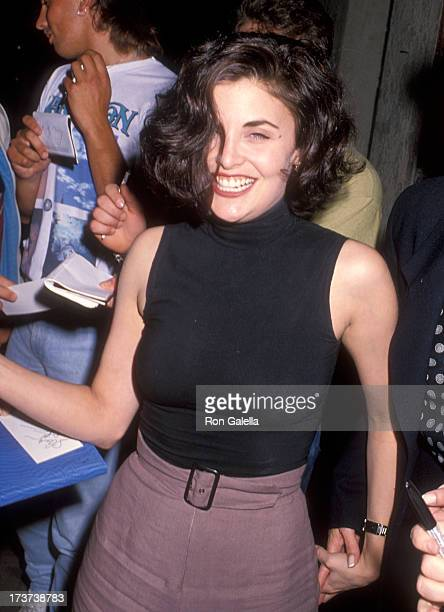 Actress Sherilyn Fenn attends the 'After Dark My Sweet' West Hollywood Premiere on August 21 1990 at the DGA Theatre in West Hollywood California