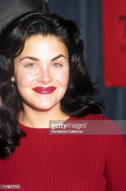 Actress Sherilyn Fenn poses for a portrait in circa 1992 in Los Angeles California
