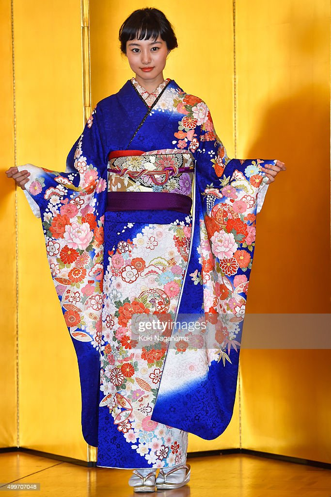 Actress Shiori Kutsuna attends the New Year's Kimono photocall for Oscar Promotion on December 3, 2015 in Tokyo, Japan.