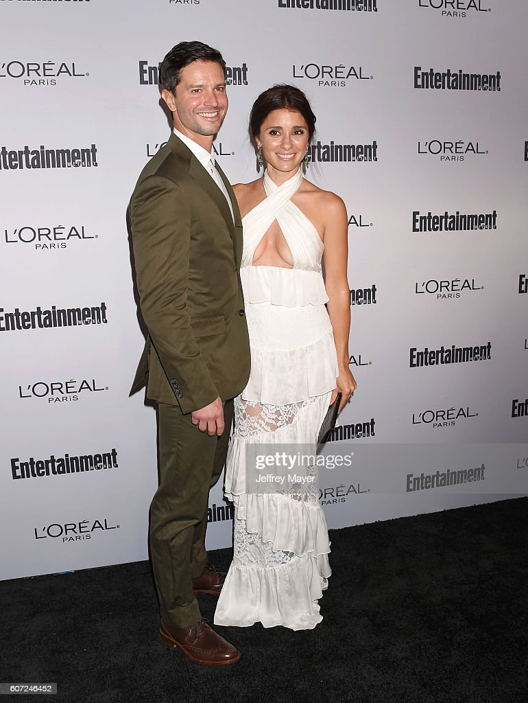 Actress Shiri Appleby (R) and guest attend the Entertainment Weekly's 2016 Pre-Emmy Party held at Nightingale Plaza on September 16, 2016 in Los Angeles, California.
