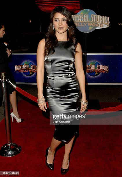 Actress Shiri Appleby arrives at the Los Angeles premiere Charlie Wilson's War at the Citywalk Cinemas on December 10 2007 in Universal City...