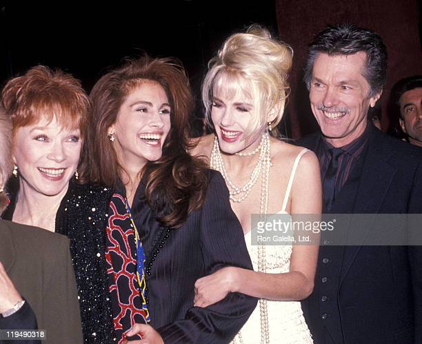 Actress Shirley MacLaine actress Julia Roberts actress Daryl Hannah and actor Tom Skerritt attend the 'Steel Magnolias' New York City Premiere on...