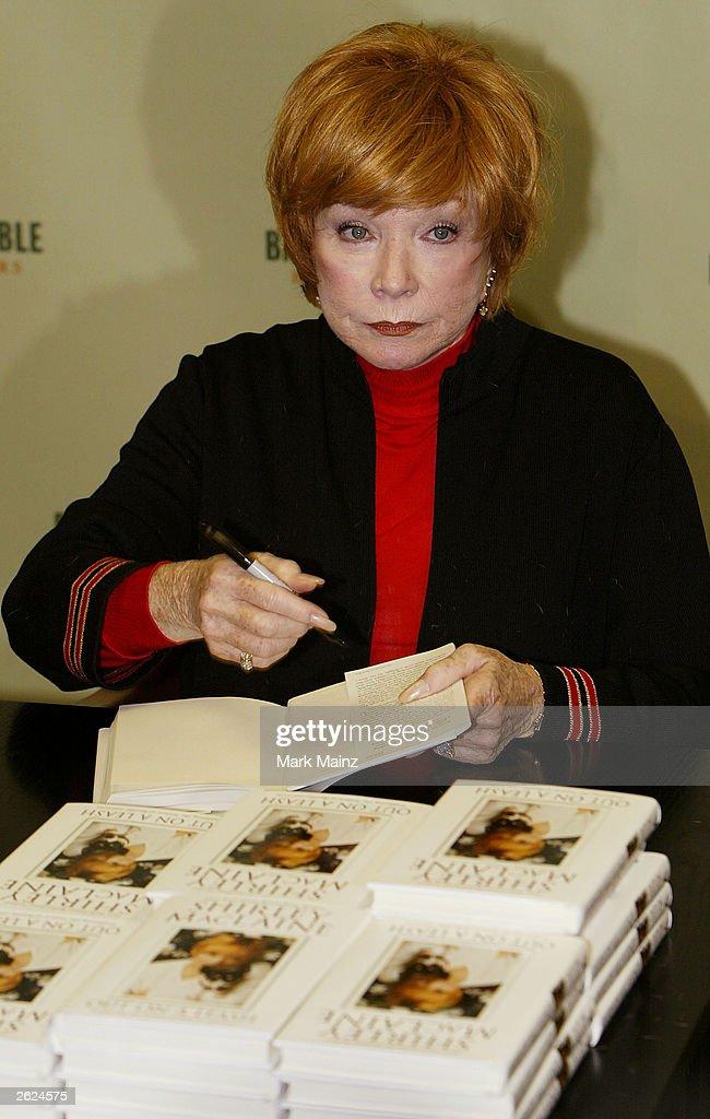 Shirley Maclaine : News Photo