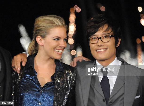 Actress Sienna Miller and Lee Byunghun attend the 'GI Joe The Rise Of Cobra' Japan Premiere at Lalaport Toyosu on July 27 2009 in Tokyo Japan The...