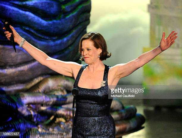 "Actress Sigourney Weaver accepts the Heroine Discretionary award onstage during Spike TV's ""Scream 2010"" at The Greek Theatre on October 16, 2010 in..."
