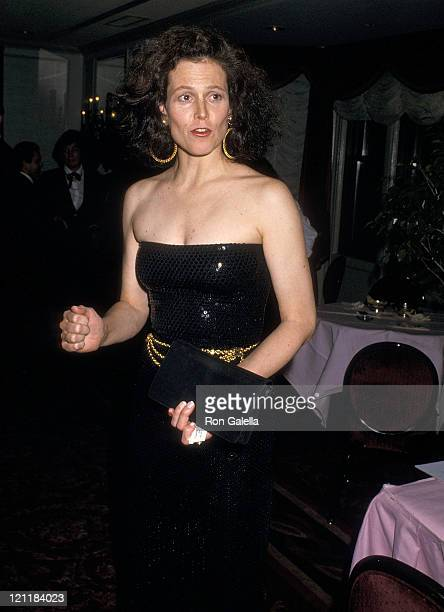 Actress Sigourney Weaver attends the American Academy of Dramatic Arts Honors Hume Cronyn and Jessica Tandy on May 1 1988 at the St Regis Hotel in...