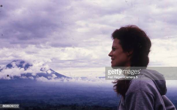 Actress Sigourney Weaver is photographed for Gorillas in the Mist in 1987 in Africa CREDIT MUST READ Ken Regan/Camera 5 via Contour by Getty Images