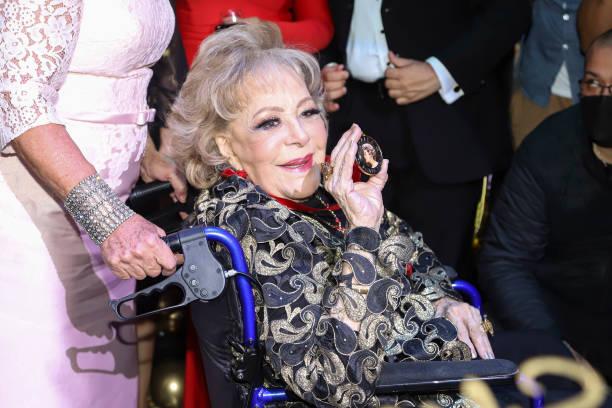 MEX: Actress Silvia Pinal Receives An Award For Her Career