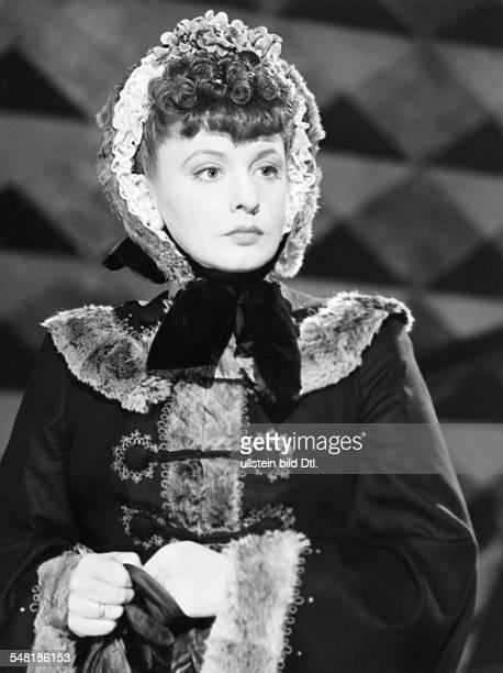 Actress, singer, Sweden *-+ - in the role of Katharina Alexandrowna Murakina - Scene from the movie 'Es war eine rauschende Ballnacht' - Directed by:...