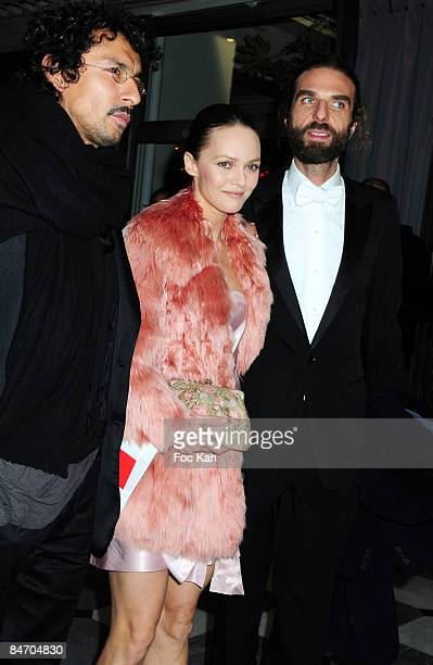 Actress Singer Vanessa Paradis A Guest and Hair Stylist John Nollet attend the Dinner For Aids at the Pavillon Armenonville on January 29 2009 in...