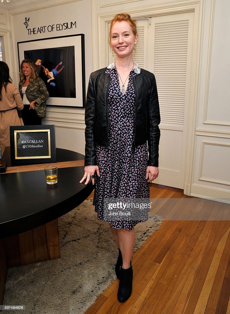 Actress Singer/Songwriter/Pianist Alicia Witt attends The Art of Elysium and The Macallan's Men In The Arts: The Work of Brandon Boyd on June 1, 2016 in Los Angeles, California.