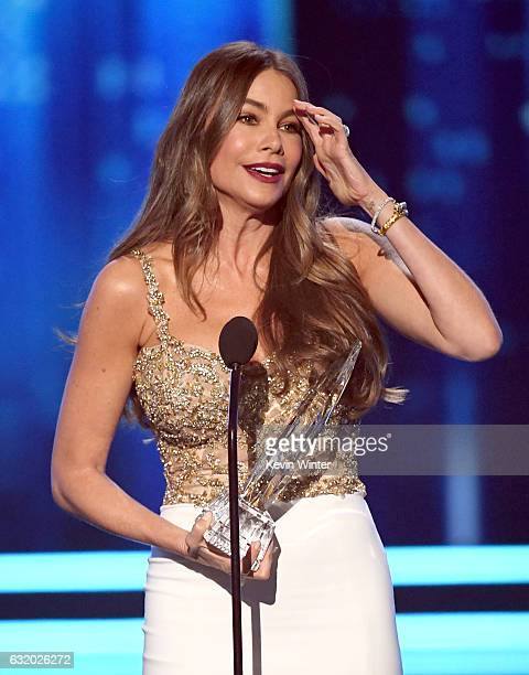Actress Sofia Vergara accepts Favorite Comedic TV Actress for 'Modern Family' onstage during the People's Choice Awards 2017 at Microsoft Theater on...