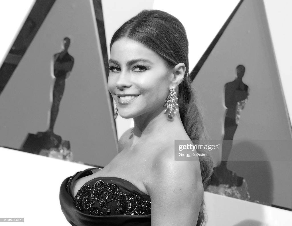 Actress Sofia Vergara arrives at the 88th Annual Academy Awards at Hollywood & Highland Center on February 28, 2016 in Hollywood, California.