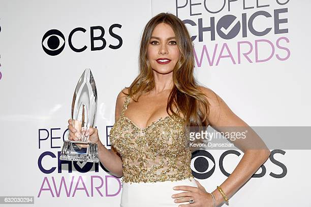 Actress Sofia Vergara, winner of the Favorite Comedic TV Actress Award, poses in the press room during the People's Choice Awards 2017 at Microsoft...