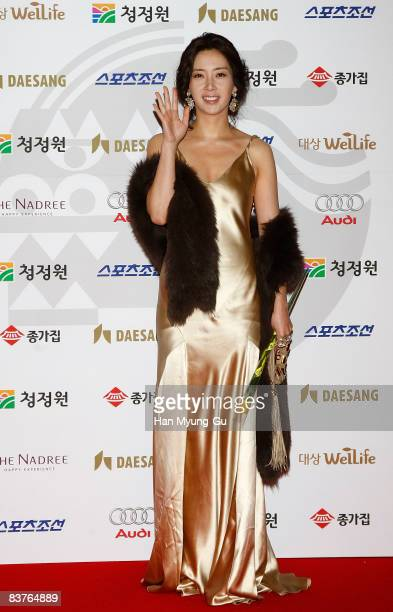 Actress Song YoonA poses on the red carpet of the 29th Blue Dragon Film Awards at KBS Hall on November 20 2008 in Seoul South Korea