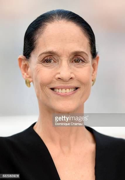 Actress Sonia Braga attends the 'Aquarius' photocall during the 69th Annual Cannes Film Festival at the Palais des Festivals on May 18 2016 in Cannes...