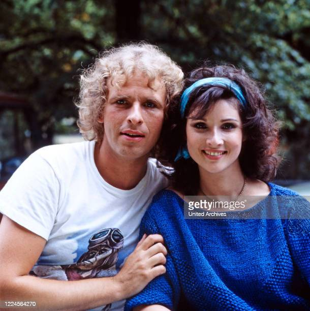 Actress Sonja Tuchmann and Thomas Gottschalk pose for the camera for the film DIE SUPERNASEN, Germany, 1983.