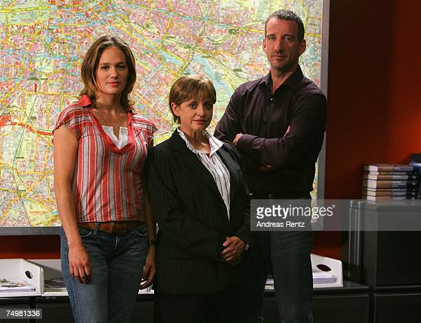 Actress Sonsee Neu actress Katharina Thalbach and actor Heio von Stetten pose during the photo call Deadline on July 2 2007 in Berlin Germany