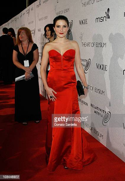 """Actress Sophia Bush arrives at The Art of Elysium's 3rd Annual Black Tie Charity Gala """"Heaven"""" on January 16, 2010 in Beverly Hills, California."""