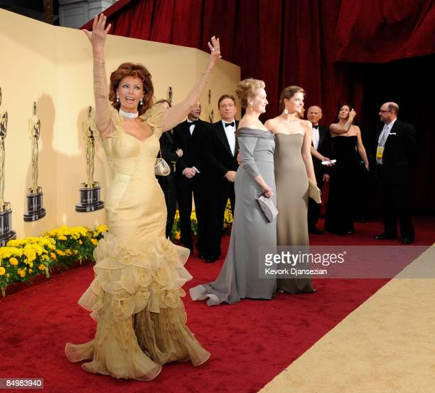 Actress Sophia Loren actress Meryl Streep and daughter Louisa Jacobson Gummer arrive at the 81st Annual Academy Awards held at Kodak Theatre on...