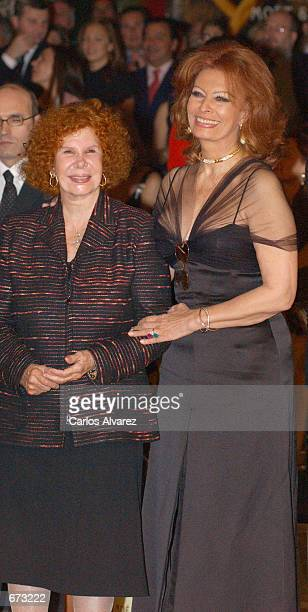Actress Sophia Loren and Spanish Duchess of Alba attend a horse show during their visit of 'Horse Fair' November 24 2001 in Sevilla Spain