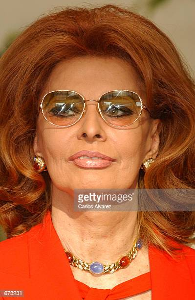 Actress Sophia Loren arrives at the 'Porcelanosa' factory November 24 2001 in Sevilla Spain