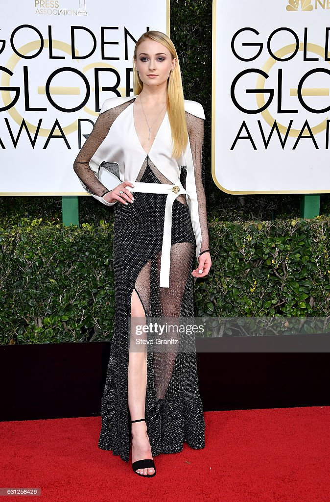 74th Annual Golden Globe Awards - Arrivals : Nachrichtenfoto