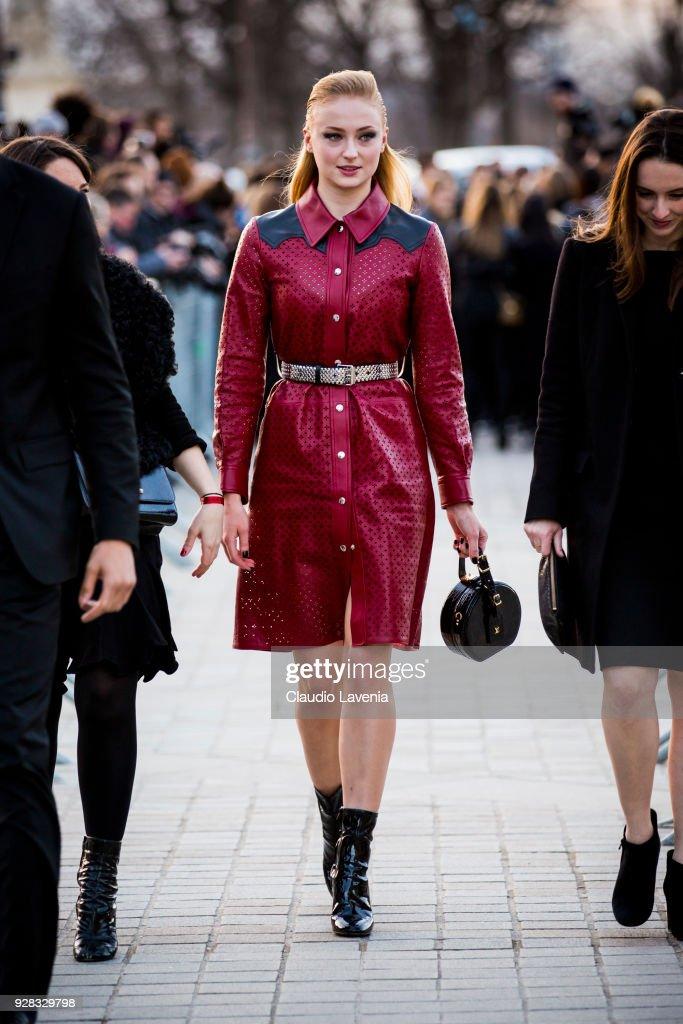 Street Style : Paris Fashion Week Womenswear Fall/Winter 2018/2019 : Day Nine : ニュース写真