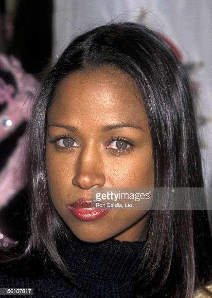 Actress Stacey Dash helps the 'Cast of the TV Show 'Clueless' Donate Clothes from the show to Fashion Cafe' on October 21 1997 at Fashion Cafe in New...