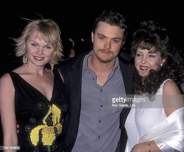 Actress Sunny Maybrey actor Clayne Crawford and mother the premiere of 'A Walk To Remember' on January 23 2002 at Grauman Theater in Hollywood...
