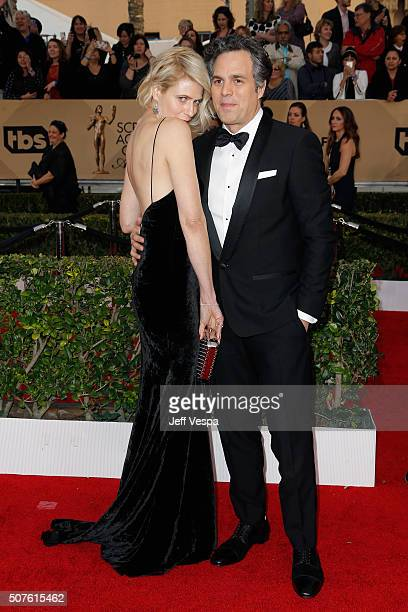 Actress Sunrise Coigney and actor Mark Ruffalo attend the 22nd Annual Screen Actors Guild Awards at The Shrine Auditorium on January 30 2016 in Los...