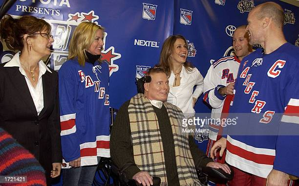 Actress Susan Sarandon actress Kim Cattrall actor Christopher Reeve with his wife Dana and Mark Messier attends the Super Skate V January 12 2003 at...