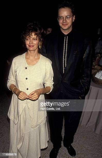"""Actress Susan Sarandon and Tim Robbins attend the premiere of """"Avalon"""" on September 27, 1990 at the Metropolitan Museum of Art in New York City."""