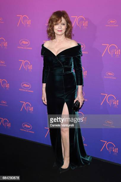 Actress Susan Sarandon attends the Opening Gala dinner during the 70th annual Cannes Film Festival at Palais des Festivals on May 17 2017 in Cannes...
