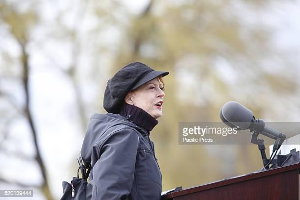Actress Susan Sarandon introduces candidate Bernie Sanders Senator Bernie Sanders addressed a rally in Greenpoint Brooklyn's WNYC Transmitter Park...