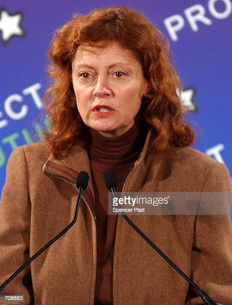 Actress Susan Sarandon participates in an Earth Day 2002 event at the United Nations April 22 2002 in New York City Sarandon was one of numerous...